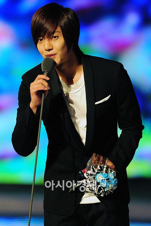 kim hyun joong and hwangbo dating 2010