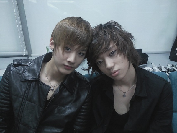 Recently, Teen Top's Chunji and Niel posted an image to their official ...